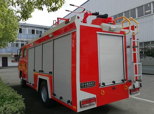 国五东风大多利卡水罐消防车